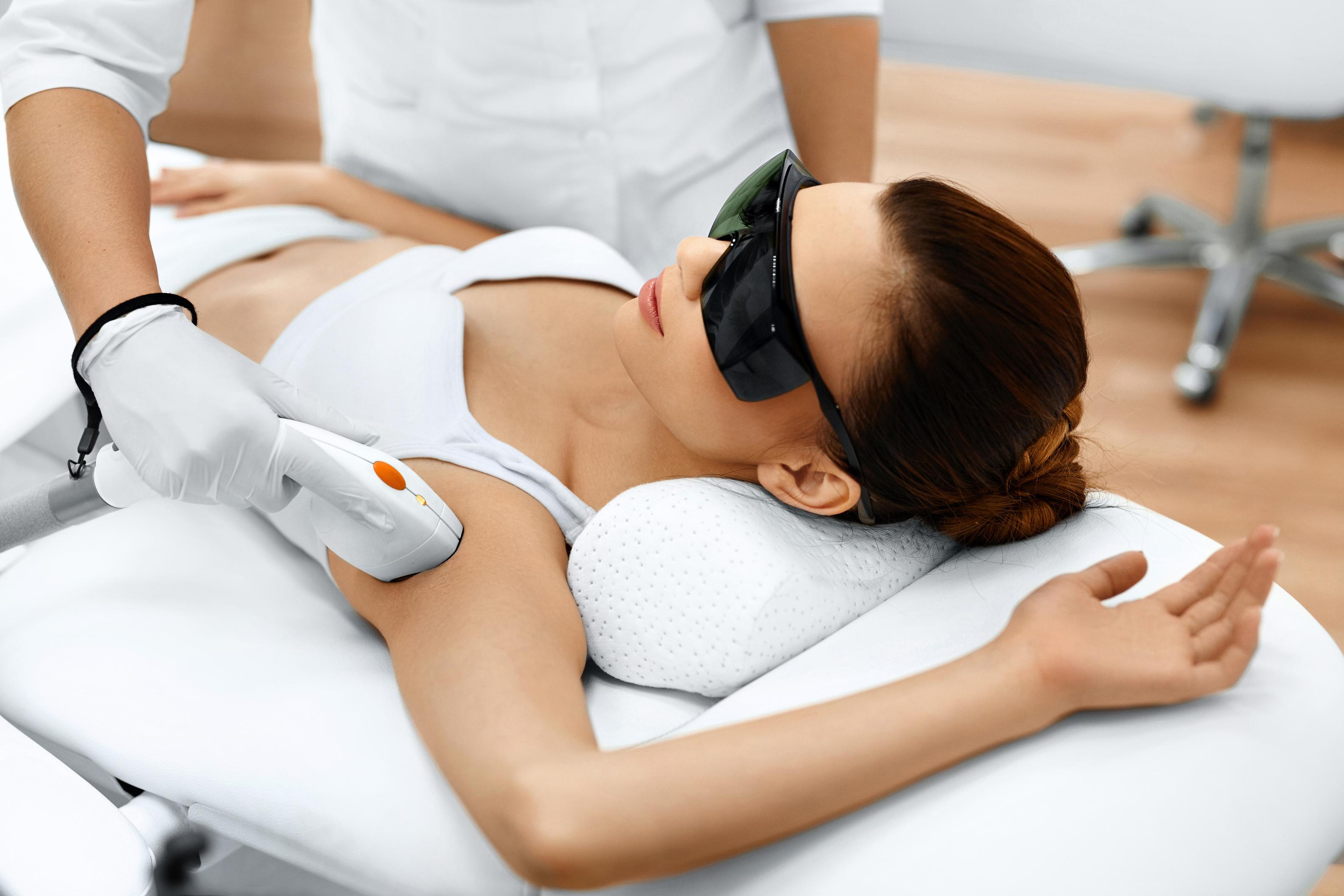 traitements lasers, retissage cutané, relâchement cutané, gynécologie esthétique, laser intime, peelings, microneedling, médecin, cosnac